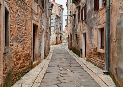 Vodnjan, Istria, Croatia: old alley in the town near Pula